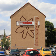 14 WOBRA; Fassadenbeschriftung, Wohnungsbaugesellschaft,Fassadengestaltung, Giebelmalerei, künstlerische Objektgestaltung