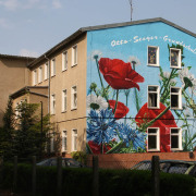 Grundschule Rathenow West, Fassadenbeschriftung, künstlerische Objektgestaltung, Fassadengestaltung, Giebelmalerei, Fassadenmalerei,