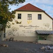 Königin von Biesenbrow, Fassadenbeschriftung